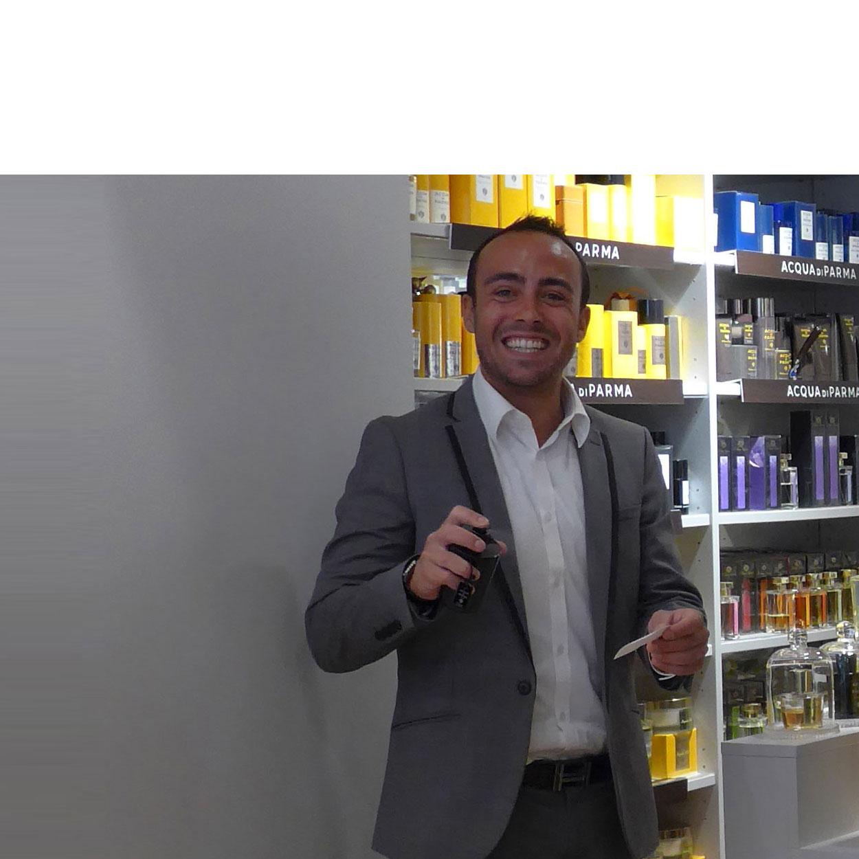 """Paul-Henri Franzone (la parfumerie Autrement à Bayonne) : """" Notre mission ? Trouver votre propre parfum, qui correspond à votre personnalité, à votre peau, à vos envies…"""""""